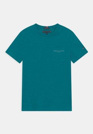 ESSENTIAL SLUB POCKET - Print T-shirt - breakaway teal