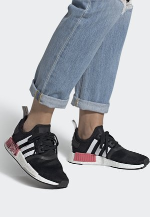 NMD_R1  - Baskets basses - core black/footwear white/hazy rose