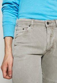 DRYKORN - RAZ - Slim fit jeans - grau - 4