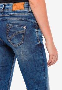 Cipo & Baxx - MIT COOLEM DOPPEL-BUND - Slim fit jeans - blau - 5