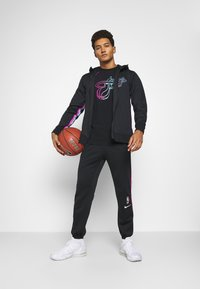 Nike Performance - NBA MIAMI HEAT CITY EDITION THERMAFLEX PANT - Tracksuit bottoms - black/laser fuchsia/blue gale - 1