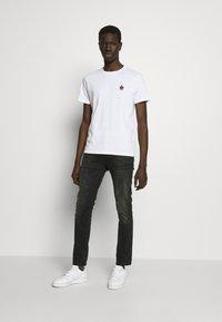 YOURTURN - T-shirt - bas - white - 1