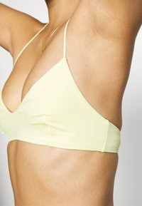 Weekday - NOVA SWIM - Bikini top - light yellow - 3