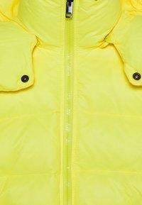 Diesel - JSMITHYAWH GIACCA - Bunda zprachového peří - super bright yellow - 3