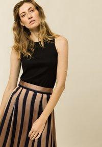 IVY & OAK - A-line skirt - dark toffee - 3