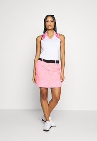 Under Armour - ZINGER SLEEVELESS BLOCKED - Funkční triko - white/lipstick - 1