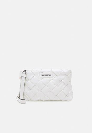 KUSHION BRAID - Pikkulaukku - white