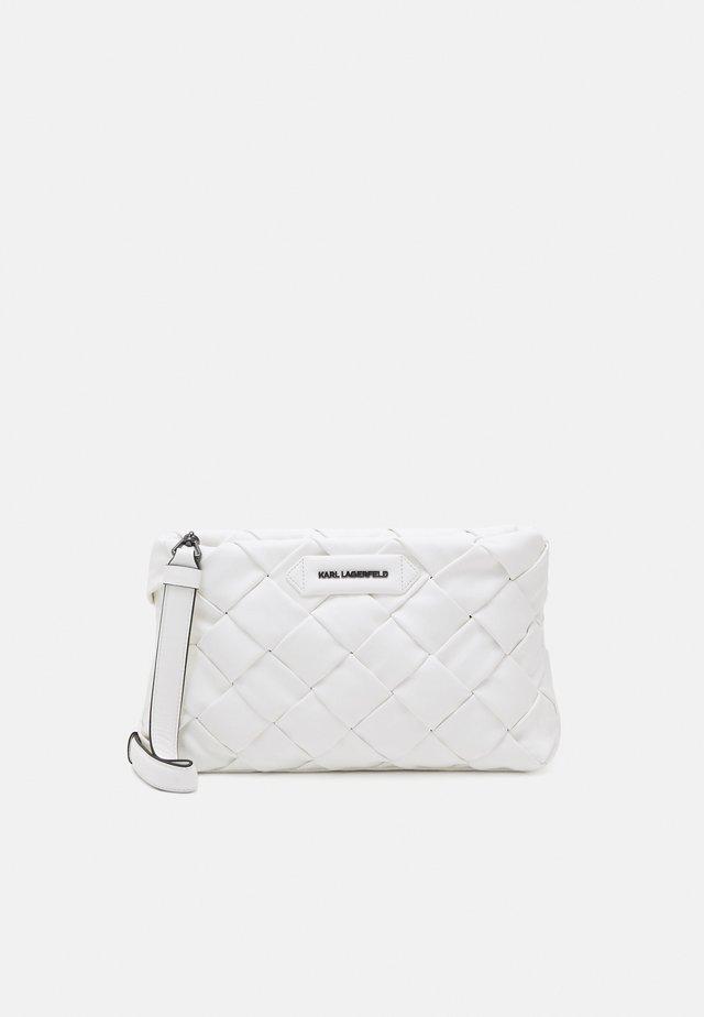 KUSHION BRAID - Pochette - white