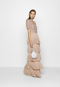 Maya Deluxe - WRAP FRONT PUFF SLEEVE TIERED MAXI DRESS - Gallakjole - taupe blush - 1