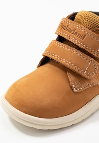 Timberland - TODDLE TRACKS BOOT - Babyschoenen - wheat