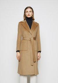 MAX&Co. - SHORTRUN - Klasický kabát - camel - 0