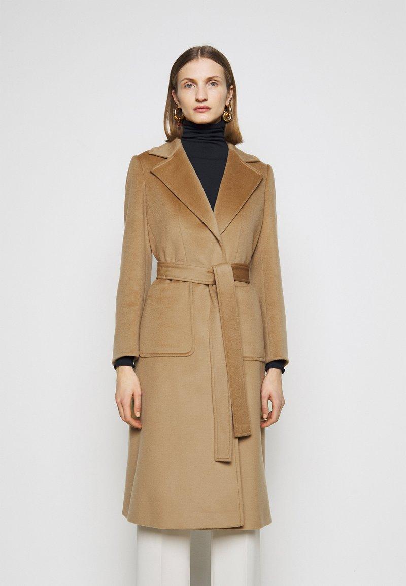 MAX&Co. - SHORTRUN - Klasický kabát - camel