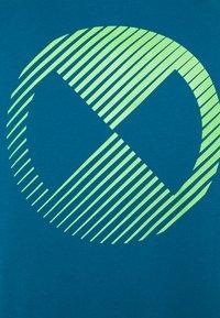 Nike Performance - TEE - Printtipaita - green abyss - 6