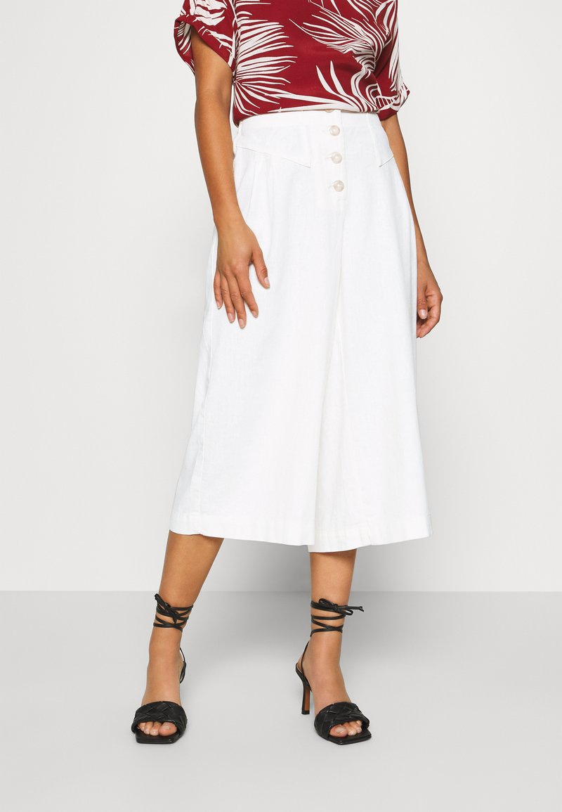 Dorothy Perkins Petite - CULOTTE - Trousers - cream