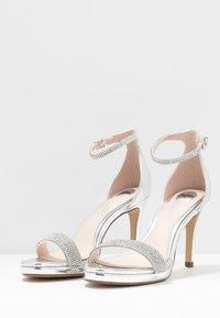 Buffalo - MONROE - Sandály na vysokém podpatku - silver - 4