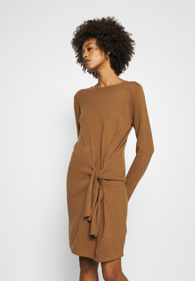 QUIRSTEN - Jumper dress - golden caramel
