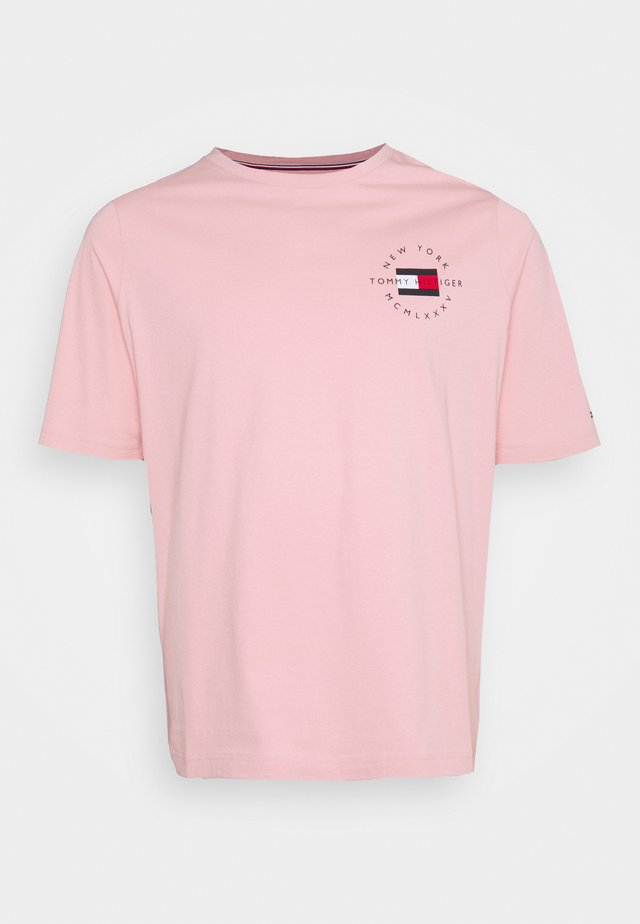 CIRCLE CHEST CORP TEE - Jednoduché triko - glacier pink