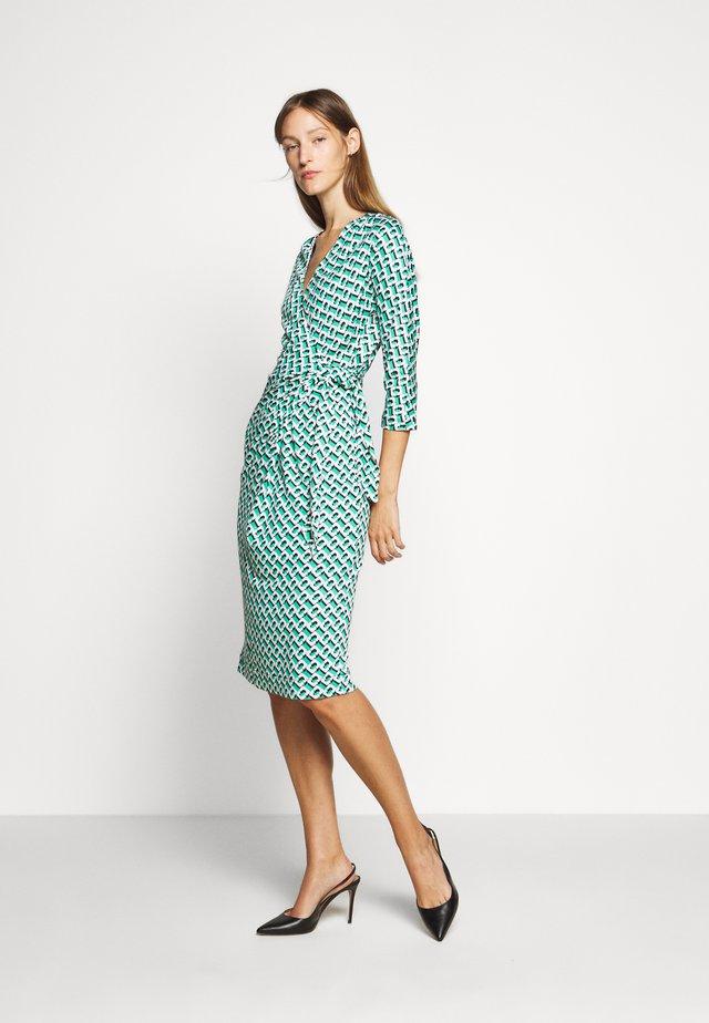 ISADORA - Korte jurk - green