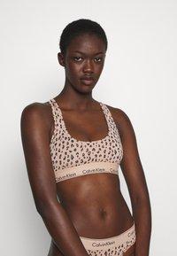 Calvin Klein Underwear - MODERN UNLINED BRALETTE - Alustoppi - savannah/honey almond - 3