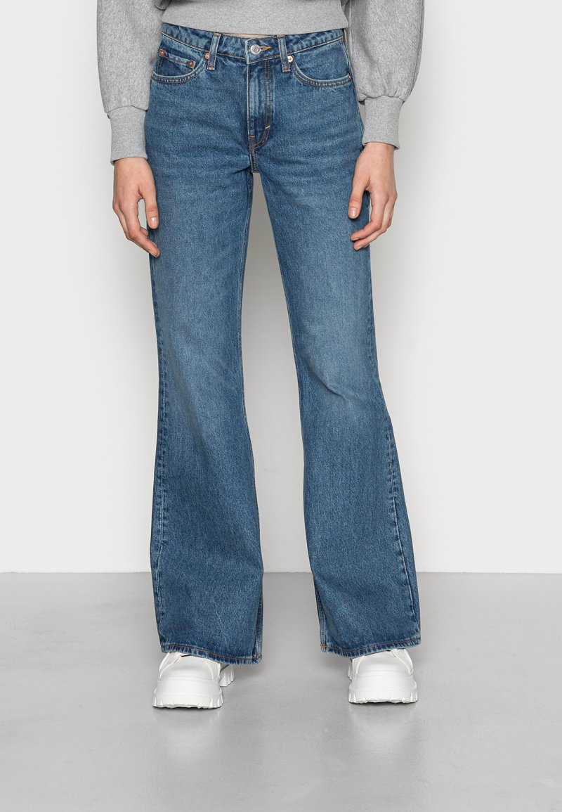 Weekday - TOWER - Flared jeans - deep blue