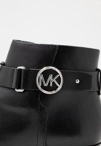 MICHAEL Michael Kors - HARLAND - Nilkkurit - black - 2