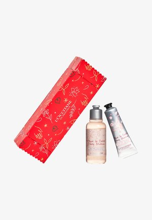 GIFT CANDY - Bath and body set - cherry blossom