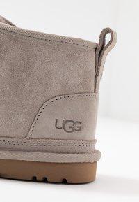 UGG - NEUMEL - Ankle boots - oyster - 2