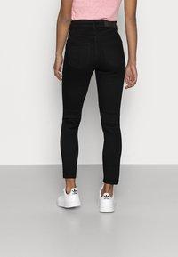 Noisy May Petite - NMCALLIE SLIT DETAI - Jeans Skinny Fit - black denim - 2