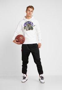 Mitchell & Ness - NBA TORONTO RAPTORS WOODLAND CAMO HOODY - Hoodie - white - 1