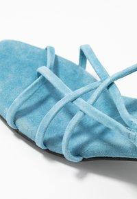 Vero Moda - VMSABINA  - Sandály s odděleným palcem - cyan blue - 2