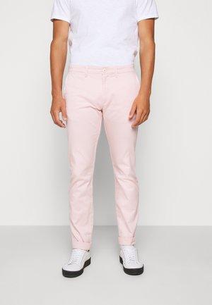 MENS PANTS - Chino kalhoty - pink cloud
