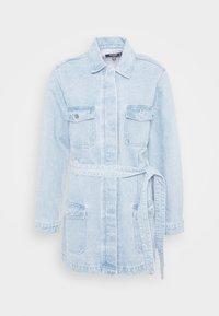 Missguided Petite - UTILITY POCKET BELTED DRESS - Denim dress - light blue - 5