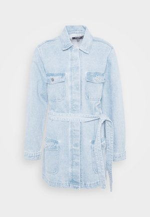UTILITY POCKET BELTED DRESS - Denim dress - light blue