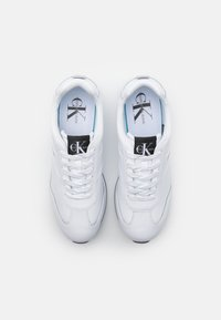 Calvin Klein Jeans - RUNNER LACEUP - Trainers - bright white - 3