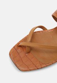 Toral - T-bar sandals - seta miel/coco cindy/marron - 5
