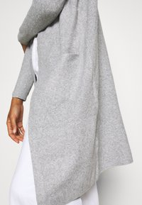 Vero Moda Tall - VMDOFFY LONG OPEN CARDIGAN - Kardigan - light grey melange - 5