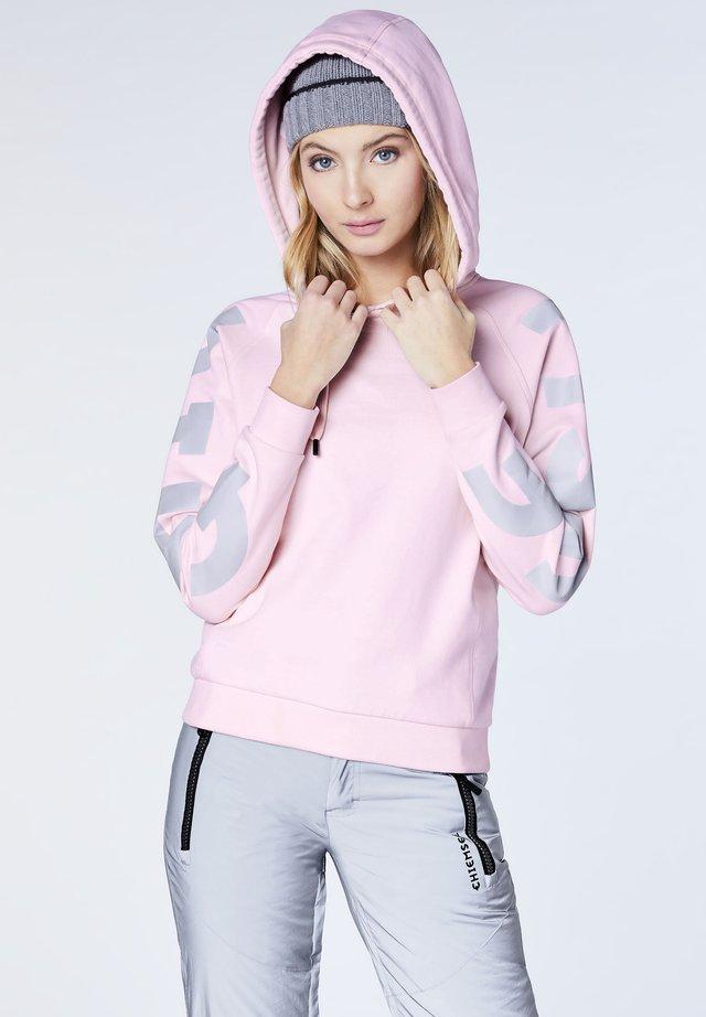 MIT LOGOPRONT AM ÄRMEL - GOTS-ZERTIFIZIERT - Hoodie - pink lady