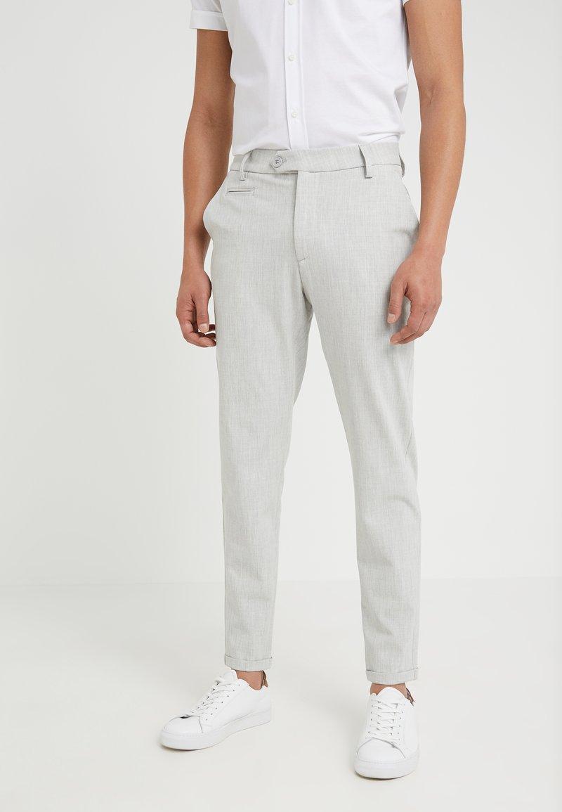 Les Deux - COMO LIGHT SUIT PANTS - Pantaloni eleganti - snow melange