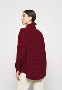 Missguided - DOGTOOTH OVERSIZED SHACKET - Button-down blouse - red - 2