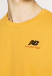 New Balance - ESSENTIALS EMBROIDERED TEE - Basic T-shirt - aspen - 5