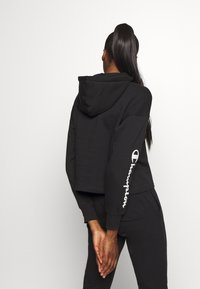 Champion - HOODED CROP LEGACY - Mikina s kapucí - black - 2
