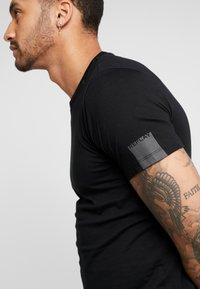 Replay - Basic T-shirt - black - 3