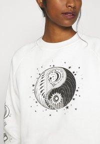 Topshop - MYSTICAL MOON  - Sudadera - off-white - 5