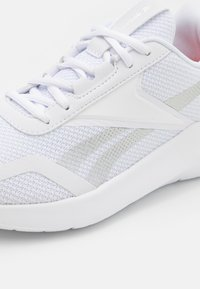 Reebok - ENERGYLUX 2.0 - Zapatillas de running neutras - footwear white/flint grey - 5