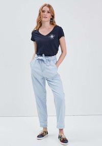BONOBO Jeans - Jeans Tapered Fit - denim bleach - 1