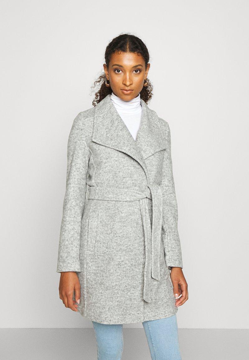 Vero Moda - VMBRUSHEDDORA JACKET - Zimní kabát - light grey melange