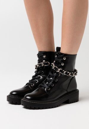 ONLBOLD CHAIN LACE UP BOOT  - Cowboy/biker ankle boot - black