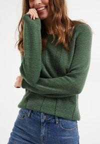 WE Fashion - MET OPENGEWERKTE STRUCTUUR - Maglione - green - 3