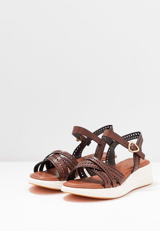 Sandalen met plateauzool - brandy
