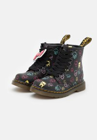 Dr. Martens - 1460 HELLO KITTY & FRIENDS UNISEX - Lace-up ankle boots - black hydro - 1